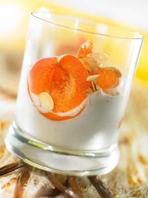 Abricots vapeur de roses et amandes